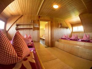 Unser Zimmerlager - ein Mehrbettzimmer für bis zu sechs Personen zum Übernachten in unserer Alpenvereinshütte