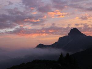 Etwas, wofür sich die Anstrengung beim Bergsteigen definitv lohnt: der Ausblick von oben - Bergpanorama