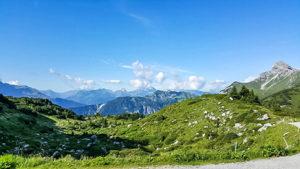 Wer die Lechquellenrunde entlang wandert, kann diese schöne Aussicht genießen